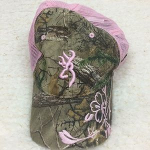 Women's pink and camouflage browning hat